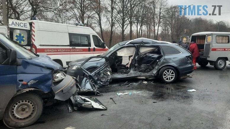 095925 777x437 - Постраждали двоє дітей та троє дорослих: у поліції розповіли про моторошну ДТП у Новограді-Волинському