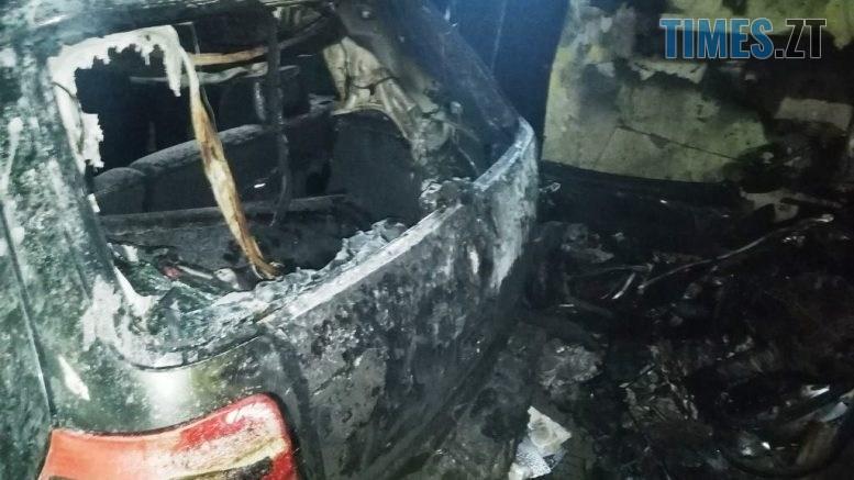 1 5 777x437 - У Бердичеві в гаражі загорівся легковик, у якому власник забув вимкнути габарити