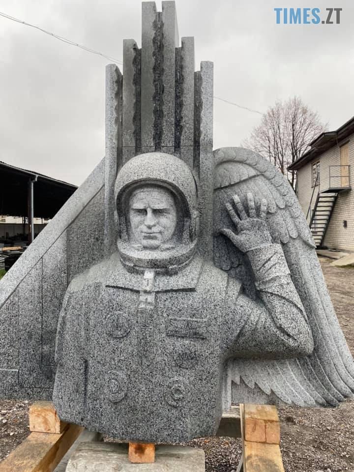 125474077 702426377320948 6463603760573211204 n - Житомирські каменярі виготовили пам`ятник першому космонавту незалежної України Леоніду Каденюку (ФОТО)