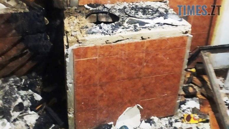 4 2 777x437 - Рятувальники ліквідували пожежу в житловому секторі Ружинського району