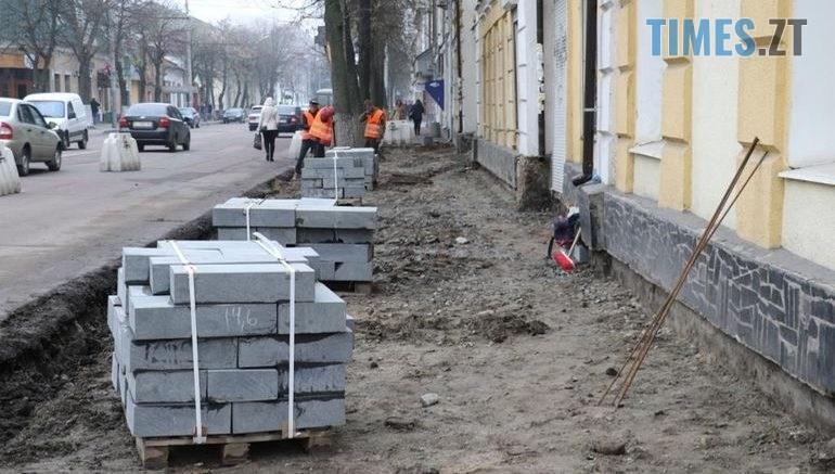 53397565 770x437 - У Житомирі до кінця року збираються відремонтувати тротуари за 3 млн грн