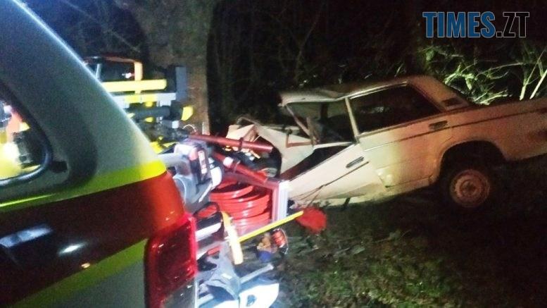 IMG 2882 777x437 - На Звягельщині ВАЗ зіштовхнувся з деревом, водій вилетів через лобове скло (ФОТО)