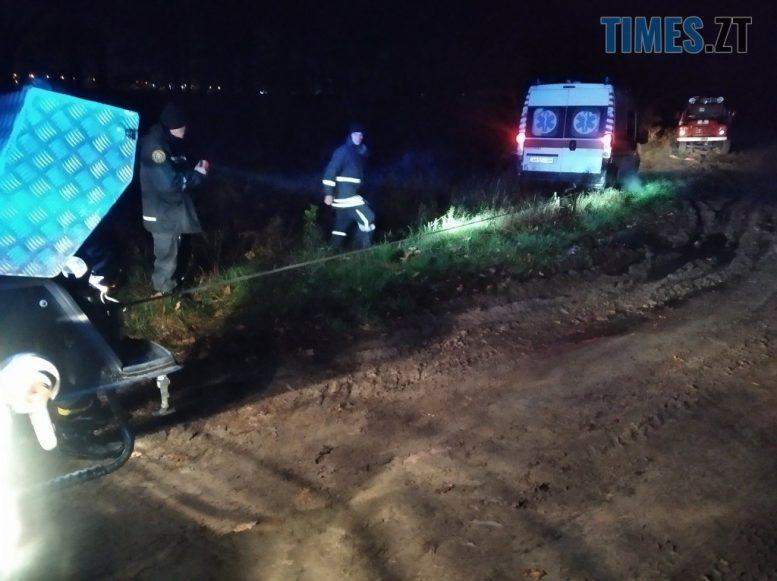 IMG 6568 e1605798084455 - На дорозі в Житомирській області застрягла швидка, яка прямувала на виклик (ФОТО)