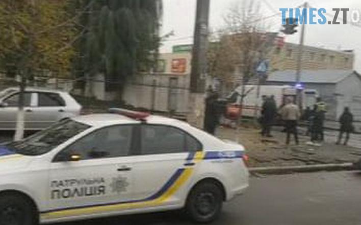 Screenshot 6 - У Житомирі на перехресті зіштовхнулись дві іномарки, ода з них відлетіла на тротуар та збила перехожу (ФОТО)