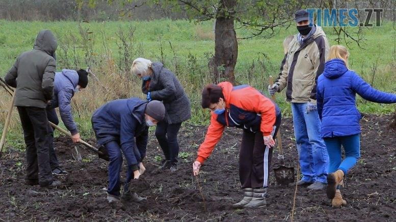 Still1212 00000 777x437 - У Красівці на Бердичівщині діти заробляють на мрію шкільним садівництвом (ВІДЕО)
