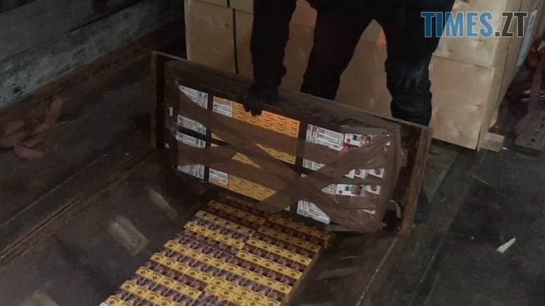 news 20201120 101744 1605860264 777x437 - Житомирські прикордонники затримали дві фури із сховками: у кожній було більше 10 тис пачок сигарет (ВІДЕО)