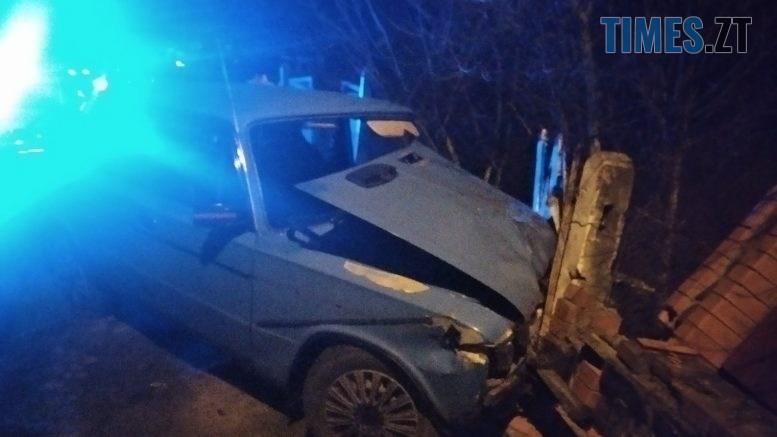 02 777x437 - В Андрушівці на допомогу водію, який потрапив у жахливу ДТП, викликали надзвичайників