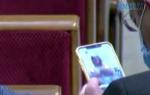 """2569227 150x95 - Депутат від Слуги народу """"засвітив"""" оголені жіночі груди під час засідання Ради (ВІДЕО)"""