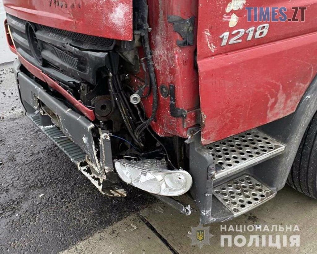 60085 1024x821 - У передмісті Житомира не розминулися два авто, є травмовані (ФОТО)