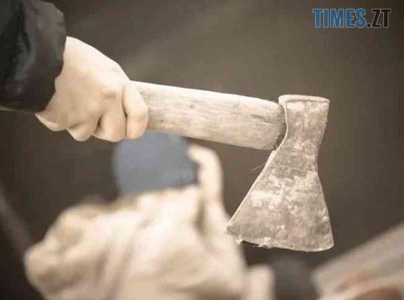 99028c0b3d03c948576ffd44f85faa1052b083e5 587x437 - У Житомирському районі під час сімейного конфлікту чоловік вдарив сокирою кохану