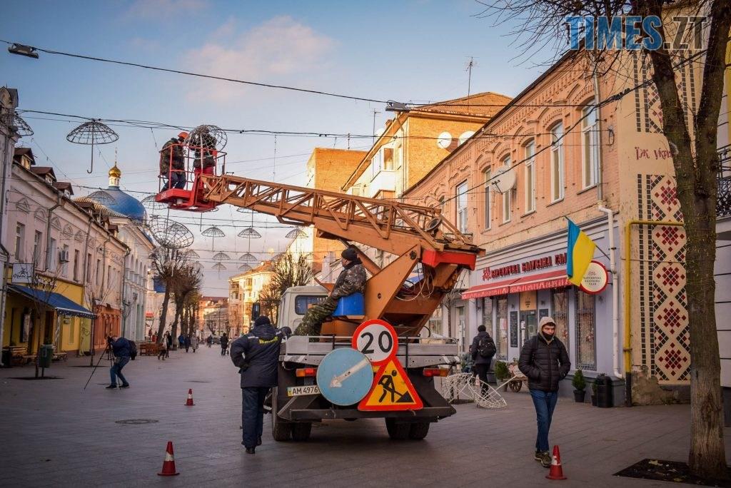 DSC 0342 1024x684 - Житомир засяяв новорічними парасолями за 192 тисячі грн (ФОТО)