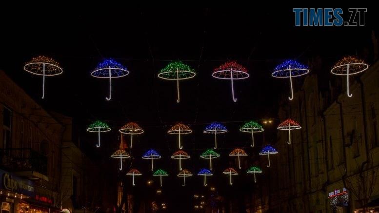 DSC 0364 777x437 - Житомир засяяв новорічними парасолями за 192 тисячі грн (ФОТО)