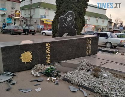 Screenshot 2 3 - В одному з міст Житомирщини водій на ВАЗ збив пам`ятник полеглим у Другій світовій
