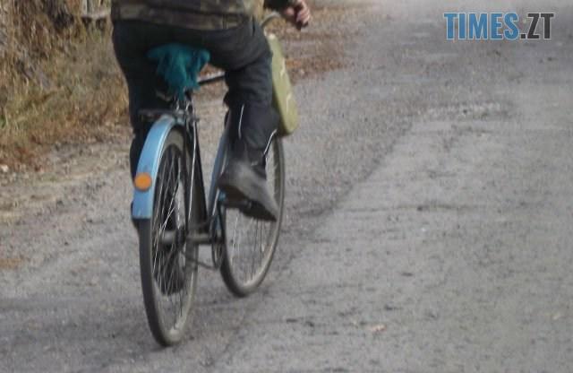 bicycle - У райцентрі Житомирщини літній велосипедист потрапив до канави, не впоравшись із керуванням на слизькій дорозі