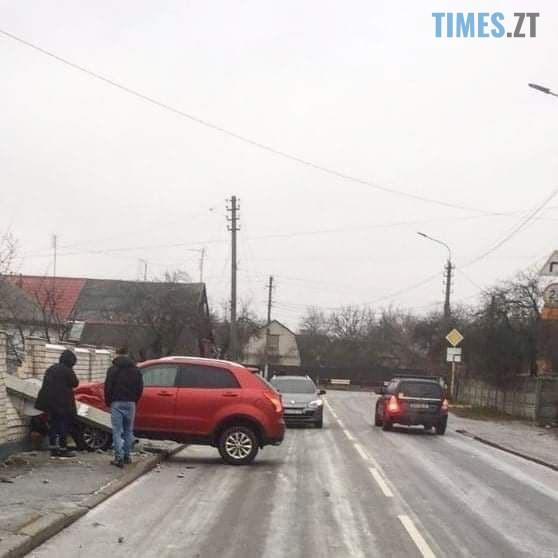 photo 2020 12 10 15 11 20 - У Житомирі сильна ожеледь, громадський транспорт стоїть, а комунальників не видно
