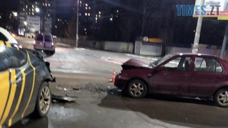 09 37 51 777x437 - На перехресті в Житомирі не розминулися дві іномарки, один з водіїв травмований (ФОТО)