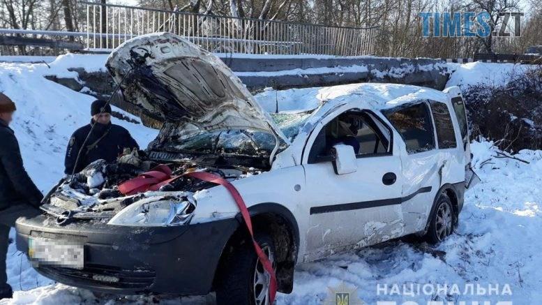 09 51 50 777x437 - На Житомирщині через ДТП Opel Combo перекинувся з мосту