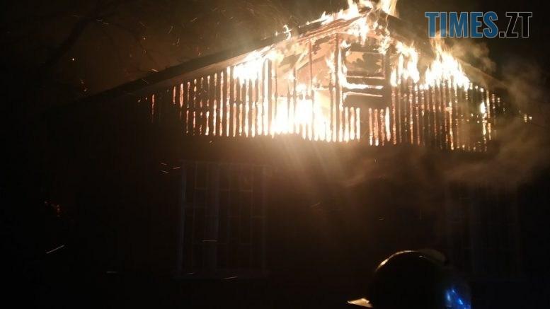 2 1 777x437 - У Житомирі в Корбутівському провулку вночі рятувальники гасили пожежу у будинку