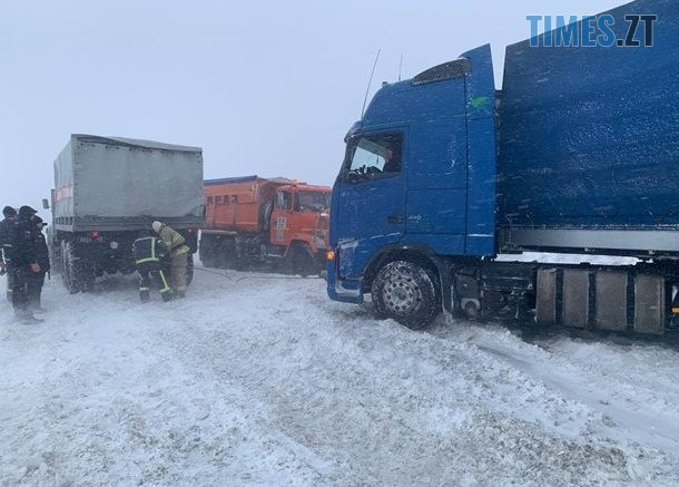 """2585940 610x437 - Близько сотні вантажівок застрягли на трасі """"Київ-Чоп"""" (ВІДЕО)"""