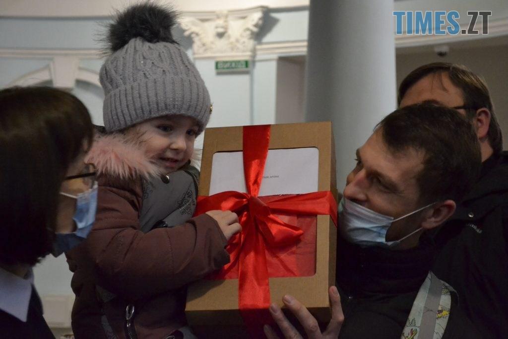 DSC 2134 1024x683 - Маленькі житомиряни отримали півсотні новорічних пакунків