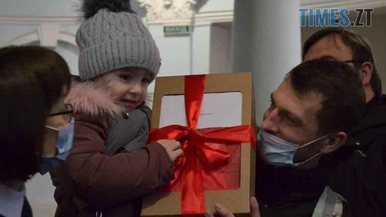 DSC 2134 777x437 - Маленькі житомиряни отримали півсотні новорічних пакунків
