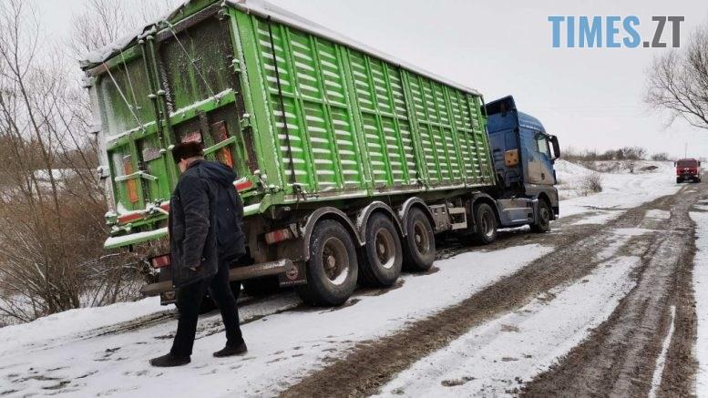 IMG 7192 777x437 - Через несприятливу погоду на автодорогах Житомирщині знову застрягли кілька вантажівок