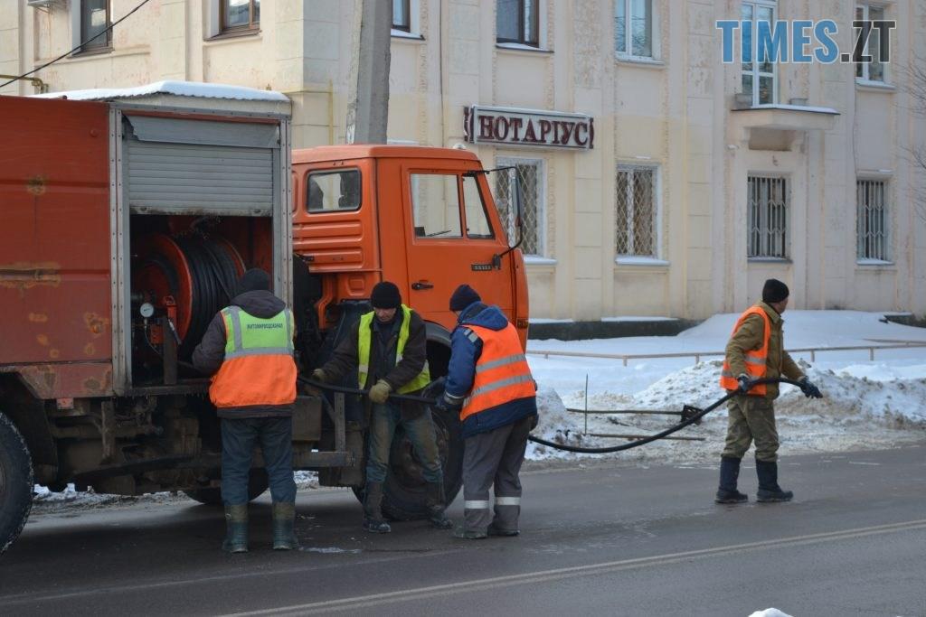 DSC 2600 1024x683 - Через чистку колектора у Житомирі на Покровській та поблизу затори (ФОТО)