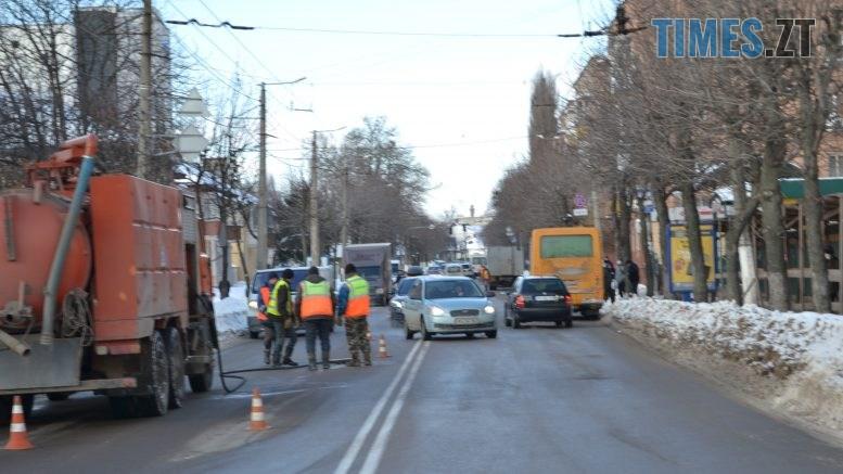 DSC 2622 777x437 - Через чистку колектора у Житомирі на Покровській та поблизу затори (ФОТО)