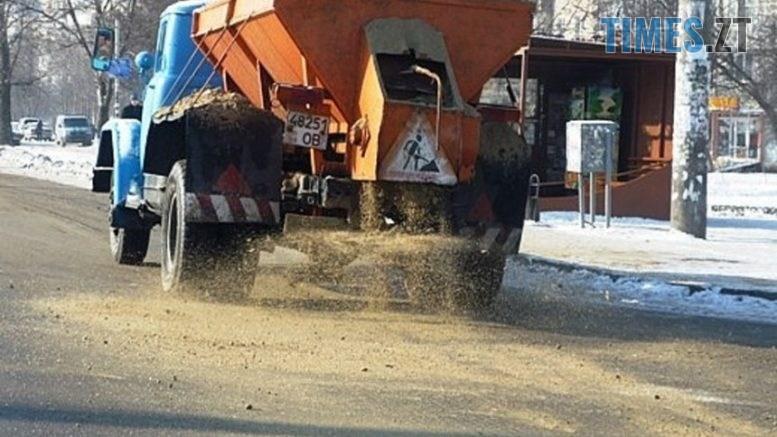 posypka 777x437 - Більше 400 тонн піску житомирські комунальники використали за вихідні на очищення доріг міста